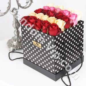 جعبه گل رز و لب ماتیکی