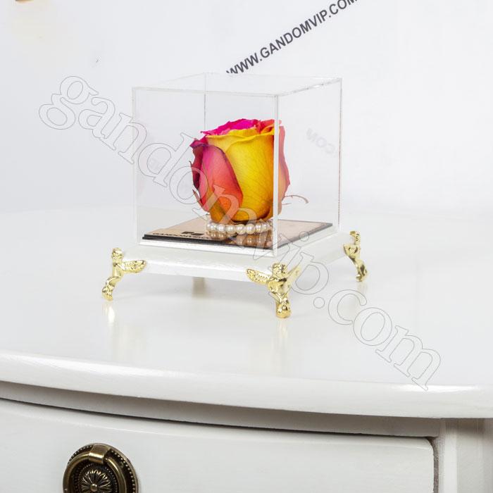گل رز جاودان سه رنگ در باکس مبلی