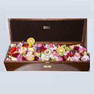 باکس گل لاکچری چوبی گل و میوه به همراه دیوان حافظ - کد 1107