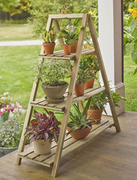 قفسه چوبی برای چیدن گل های چهار فصل